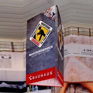 trekantet, lodret banner box i stof med print fra Visuel Print