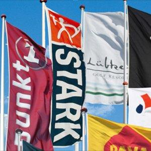Reklameflag i tekstil med logo tryk