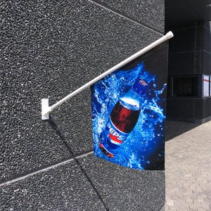 Smart dobbeltsidet kioskflag, udhængsflag, facadeflag