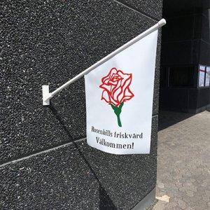 lille smart kiosk flag, udhængsflag, facadeflag